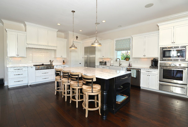 Beach Style Kitchen by Javic Homes
