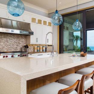 Coastal kitchen designs - Beach style kitchen photo in Orlando