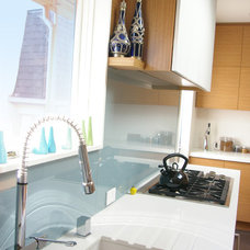 Modern Kitchen by Patrick Perez Architect