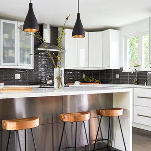 Coastal kitchen remodeling - Inspiration for a coastal kitchen remodel in Los Angeles