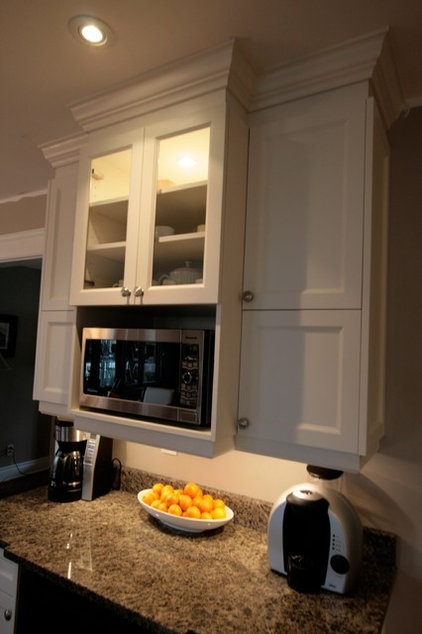 Contemporary Kitchen by Cuisines Innova Design