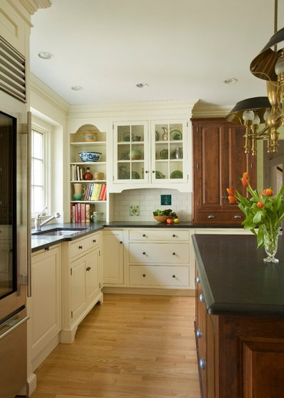 3 warm inviting kitchens we d like to come home to. Black Bedroom Furniture Sets. Home Design Ideas