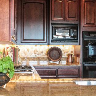 Immagine di una piccola cucina classica con nessuna isola, lavello da incasso, ante con bugna sagomata, ante in legno bruno, paraspruzzi beige, elettrodomestici in acciaio inossidabile, top in marmo, paraspruzzi in marmo, pavimento in sughero e pavimento beige