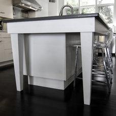 Modern Kitchen by Allen Patterson Residential