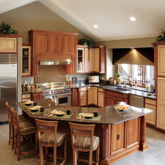 traditional kitchen by Beaugureau Studios