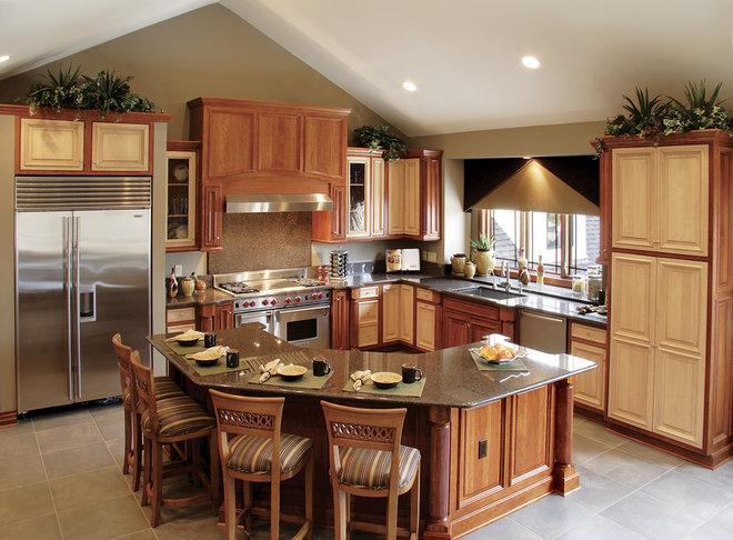 Traditional Kitchen by Beaugureau Studios