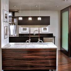 Modern Kitchen by Edgemoor Custom Builders
