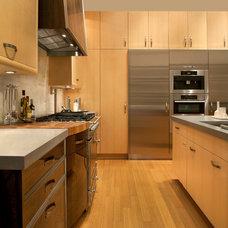 Kitchen by Exquisite Kitchen Design
