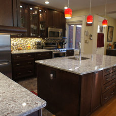 Traditional Kitchen by O'Hanlon Kitchens, Inc.