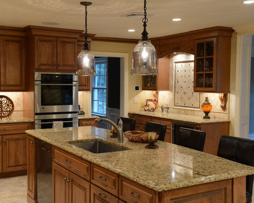 Granite Countertops Maple Cabinets | Houzz on Maple Cabinets With Black Countertops  id=16069