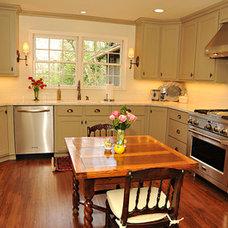 Traditional Kitchen by CASE Design/Remodeling Birmingham