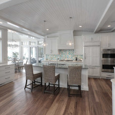 Beach Style Kitchen by Kitchen Choreography