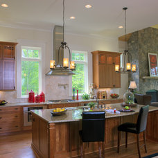 Traditional Kitchen by Grainda Builders, Inc.