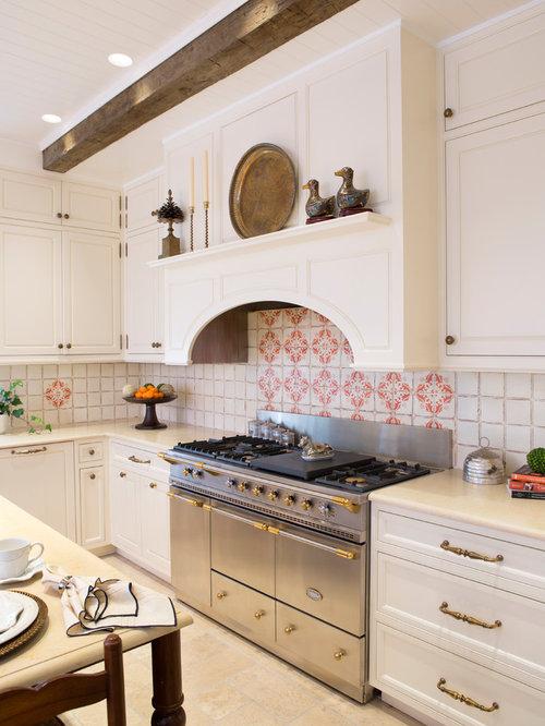 cuisine victorienne avec une cr dence en carreau de terre cuite photos et id es d co de cuisines. Black Bedroom Furniture Sets. Home Design Ideas
