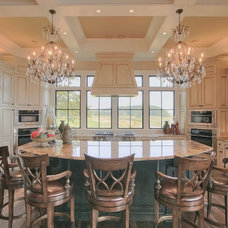 Traditional Kitchen by John Pittman III, Architect/Builder