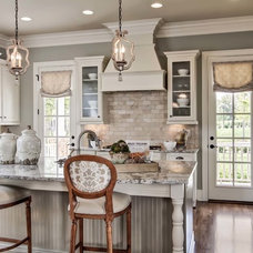 Traditional Kitchen by Pro Media Tours