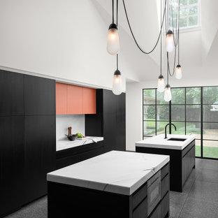 Diseño de cocina minimalista con fregadero bajoencimera, armarios con paneles lisos, puertas de armario negras, encimera de mármol, salpicadero de mármol, electrodomésticos con paneles, suelo de terrazo, dos o más islas, suelo gris y encimeras blancas