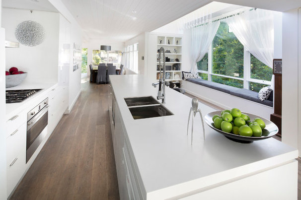 Contemporary Kitchen by Zugai Strudwick Architects
