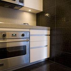 Modern Kitchen by BUILDER