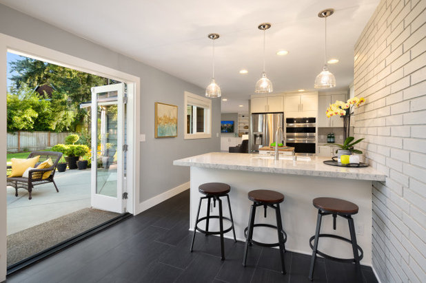 Mid-Century Küche by Seattle Staged to Sell and Design LLC