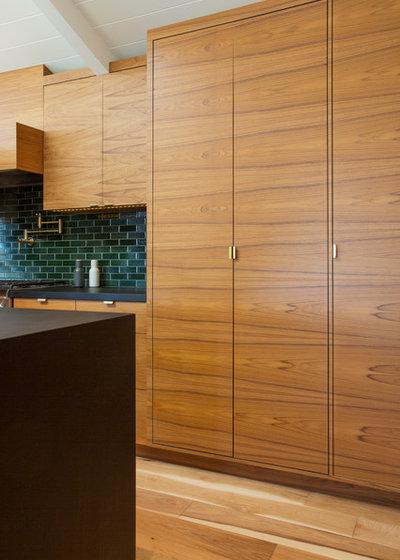 Modern Kitchen by Peninsula Modern