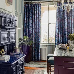 ボストンのヴィクトリアン調のおしゃれなキッチン (エプロンフロントシンク、落し込みパネル扉のキャビネット、紫のキャビネット、ソープストーンカウンター、シルバーの調理設備の、無垢フローリング) の写真