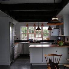 Traditional Kitchen by SANFORD STRAUSS ARCHITECTS