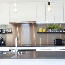 Modern Kitchen by GEMMA MILLS