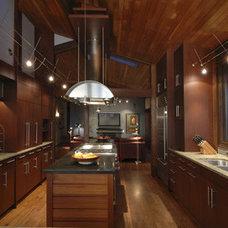 Modern Kitchen by Ben Trogdon Architects