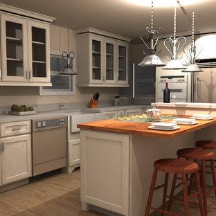 サンフランシスコの大きいヴィクトリアン調のおしゃれなキッチン (エプロンフロントシンク、シェーカースタイル扉のキャビネット、白いキャビネット、大理石カウンター、白いキッチンパネル、石スラブのキッチンパネル、シルバーの調理設備の、淡色無垢フローリング) の写真