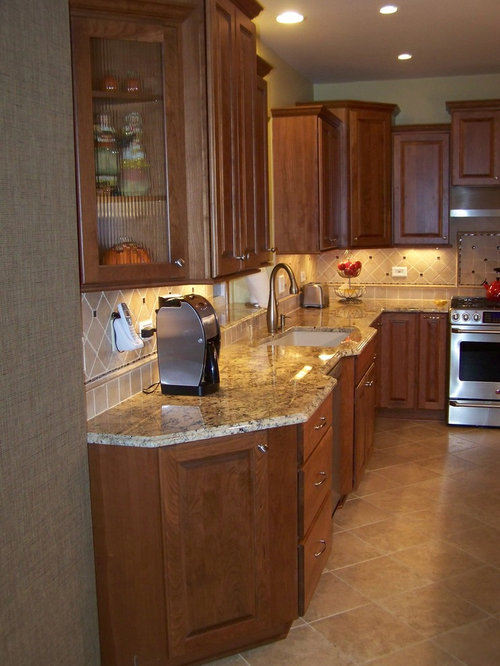 Mid Sized Elegant L Shaped Ceramic Floor Eat In Kitchen Photo In Chicago