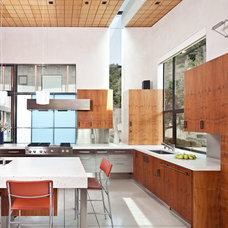 Contemporary Kitchen by WA design