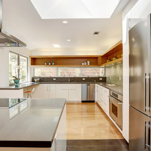 Modern kitchen pictures - Inspiration for a modern kitchen remodel in San Francisco