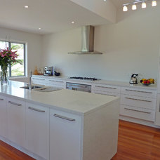 Contemporary Kitchen by AN Builders Pty Ltd