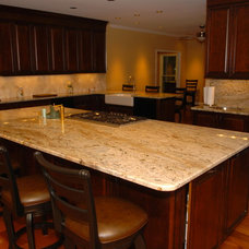 Traditional Kitchen by LM Designers