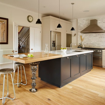 Bespoke kitchen with Victorian lamppost