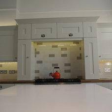 Traditional Kitchen by Glenlith Interiors (Scotland) Ltd