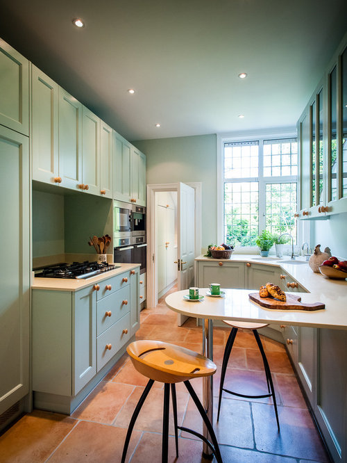 Small kitchen design ideas renovations photos - Signature interiors and design kent ...