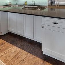 Modern Kitchen by Best Cabinets