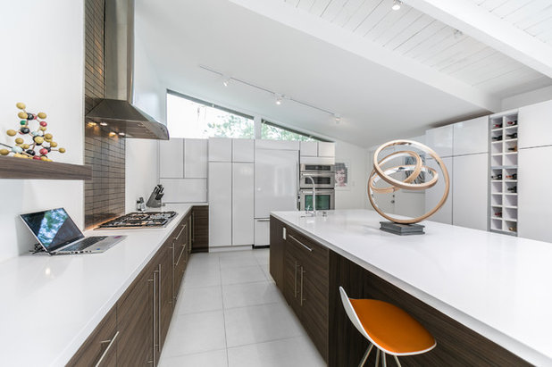 Modern Kitchen by Bellmont Cabinet Co.
