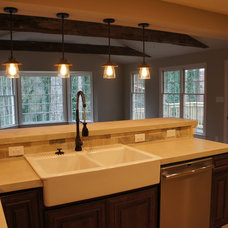 Traditional Kitchen by Phoenix Property Resurrections