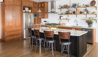 Big and Bright Lakeside Kitchen