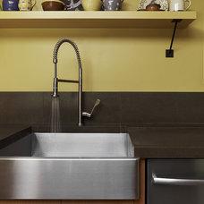 Modern Kitchen by Poor House Interior Design