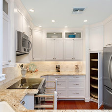 Traditional Kitchen by Big Renovations & Design Inc.