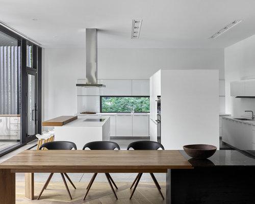 Grande cuisine ouverte avec une crédence en fenêtre : Photos et ...