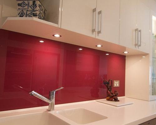 imagen de cocina en u moderna pequea cerrada sin isla con cocinas rojas y blancas - Cocinas Rojas Y Blancas