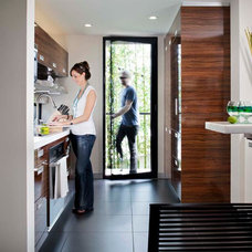 Modern Kitchen by KW Designs