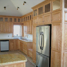 Traditional Kitchen by R&G Kitchen Kreators