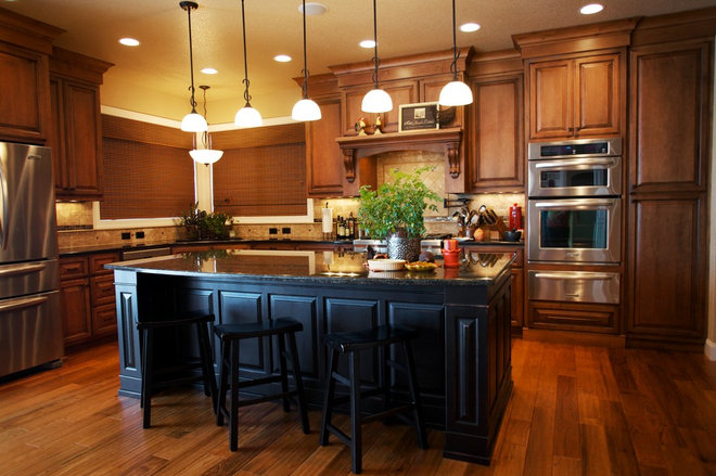 Traditional Kitchen by House of Color Inc.