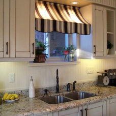 Traditional Kitchen Bistro Style Kitchen